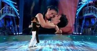 Ballando con le stelle, il video del piccolo incidente di Giusy Versace in diretta